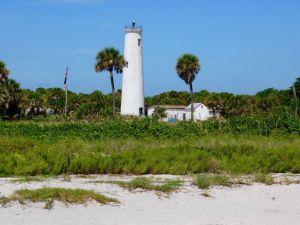 Le phare d'Egmont Key à St Petersburg en Floride.