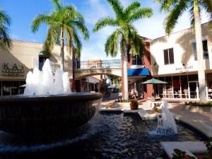 """Le centre commercial à """"prix cassés"""" Miromar Outlet, entre Naples et Fort Myers."""
