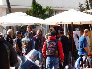 Hommage des bikers de Miami à Johnny Hallyday.