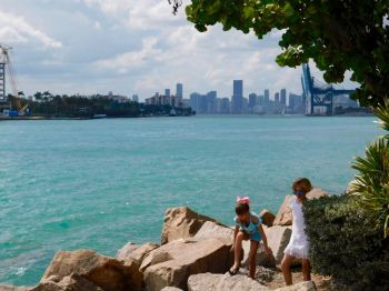 Plage et parc de South Pointe à South Beach / Miami Beach