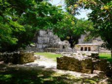 Ruines et pyramide de Muyil (près de Tulum au Mexique)