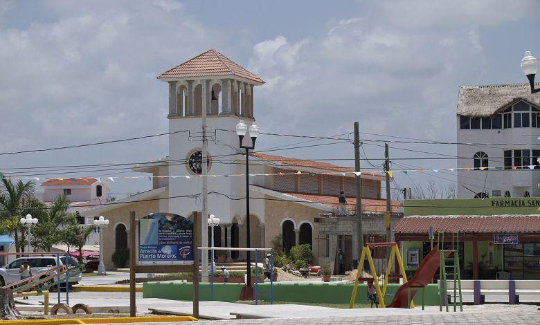 Plaza de Porto Morelos, au Mexique.