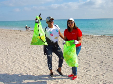 Les Canadiens ont nettoyé la plage de Hollywood (Floride)
