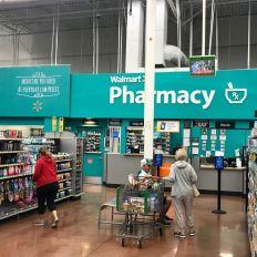 Une pharmacie dans un supermarché Walmart aux Etats-Unis