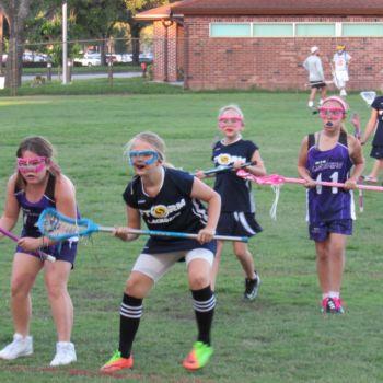 Un match de Lacrosse entre les filles du Storm de Fort Lauderdale et celles de Miami Shores.
