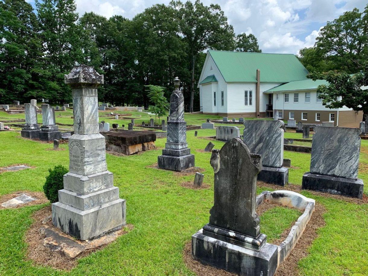 Cette église est envahie de zombies dans la Saison 2