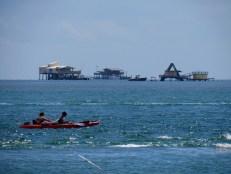 Stiltsville vu depuis Cape Florida State Park, sur l'île de Key Biscayne (Miami en Floride)