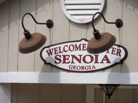 Senoia, la ville où est tournée la série The Walking Dead, est devenue complètement zombie !