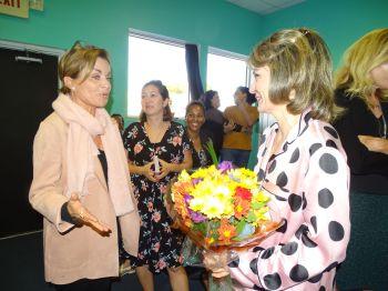 Brigitte Jensen-Dagot en conversation avec Lorelei Zarifian (Crédit photo : Diane Ledoux - Le Courrier de Floride)