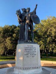 """Monument """"aux défenseurs confédérés de Charleston"""""""