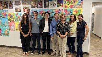 L'équipe de la French American School of Tampa Bay autour de l'attaché culturel de Miami, Jean-Jacques Garnier (avec le chapeau)