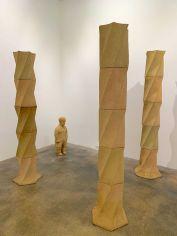 """""""Un nain avec trois colonnes"""" : installation de Juan Munoz au Rubell Museum de Miami (collection privée d'art contemporain)"""