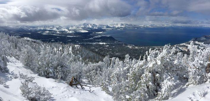 Il y a six stations de ski autour du Lake Tahoe (entre la Californie et le Nevada).