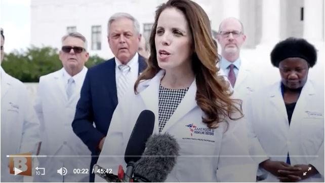 La conférence de presse sur la chloroquine tenue devant la Cour Suprême (image extraite de la vidéo de Breitbart).