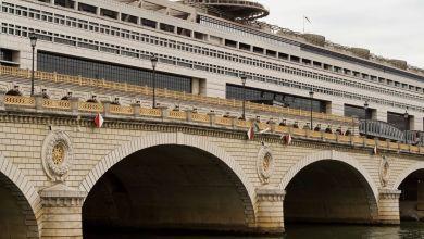 Le pont de BERCY et le ministères des Finances à Paris