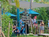 Tiki-bar Lucky Fish sur la plage de Pompano Beach en Floride