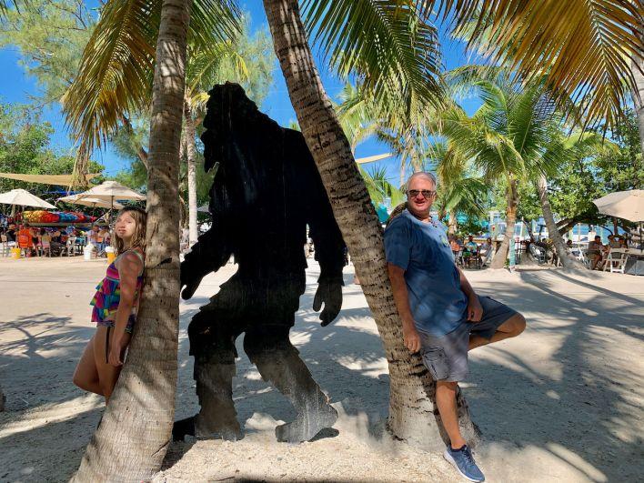 """Un Skunk Ape (genre de """"yéti"""" local)  à Robbie's Marina"""