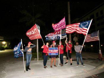 Partisans de Donald Trump dans les rues de Pompano Beach (Floride) ce 3 novembre à 18h.