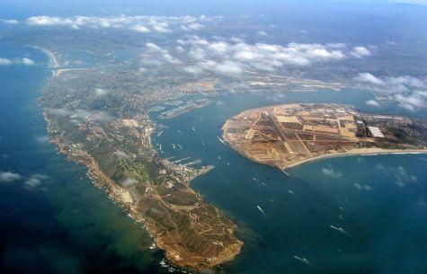 Point Loma est la presqu'île sur la gauche