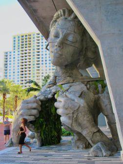 La sculpture Thrive dans le centre de Fort Lauderdale en Floride