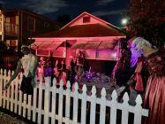 """C'est """"Christmasloween"""" devant cette maison de la NE Second Ave (entre la NE 5th St et la NE 6th St) à Fort Lauderdale."""