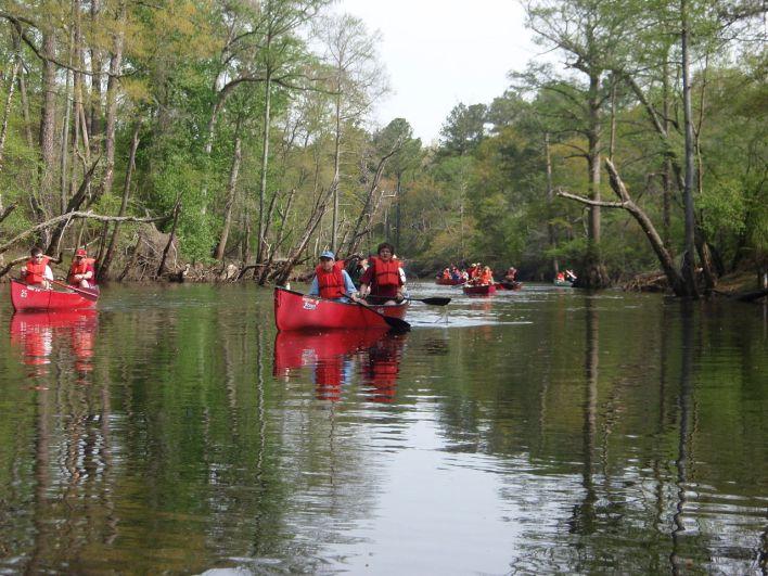 Boy Scouts sur la Blackwater River en Virginie. Crédit photo : Rlevse, Domaine Publique.