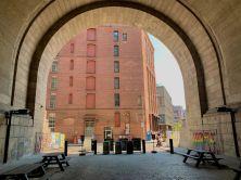 Sous le pont de Manhattan dans le quartier de Dumbo, à Brooklyn (notre guide de New-York)