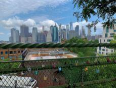 Cadenas des amoureux à Brooklyn Heights face à Manhattan