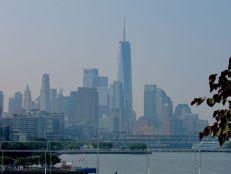 Vue sur Manhattan depuis Little Island, une île artificielle sur l'Hudson River. Notre guide de voyage à New-York