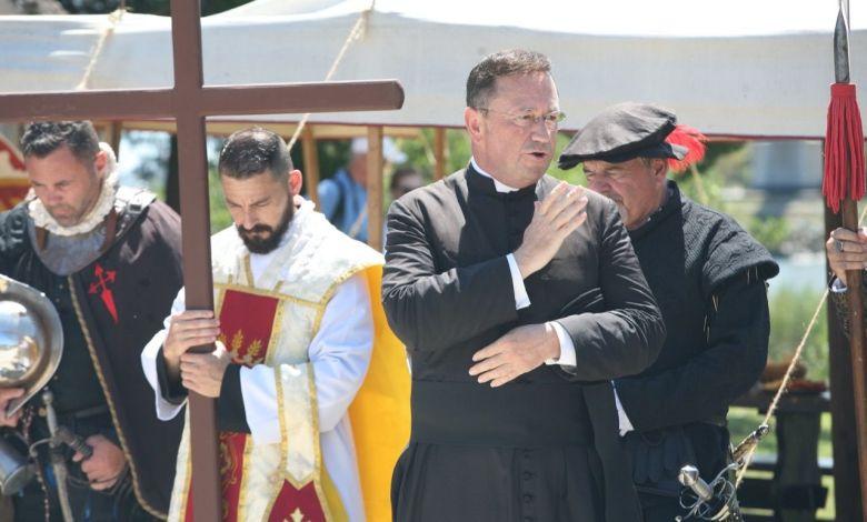 Bénédiction par l'abbé Marc Vernoy durant Founder's Day 2021 à St Augustine