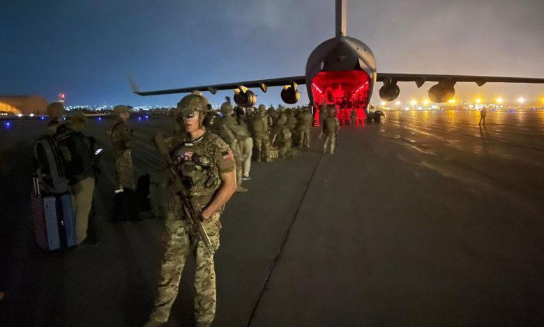 Départ des troupes américaines de l'aéroport de Kaboul