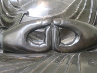 Mudra (position des mains) caractéristique du Bouddha Amida