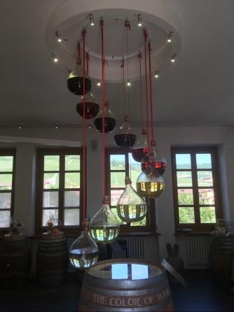 Flasques de vin allant du jaune pâle au rouge foncé