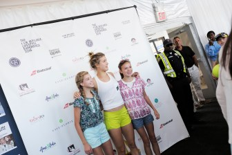 Genie Bouchard posing with Fans