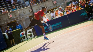 Raven Klaasen stays true to the Aviators team name by taking to the air