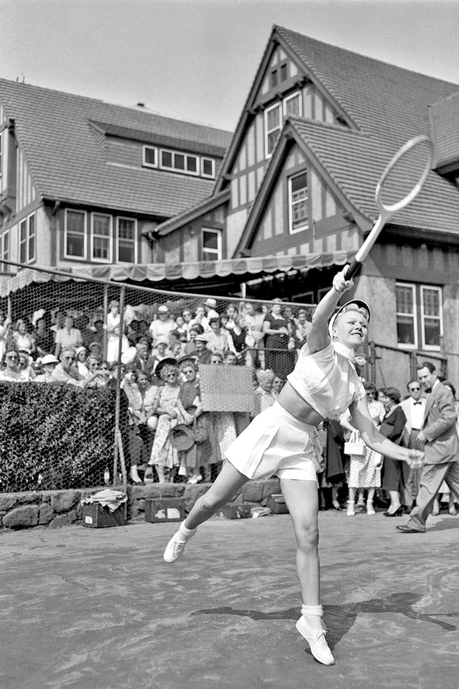 Ginger+Rogers+swung+for+the+fences+in+her+fashion-forward+tennis+whites+and+scarf+in+1950.jpg
