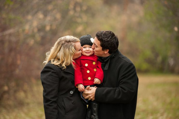 Regina Family Photographe - Laczko Family - Sandwich Kiss