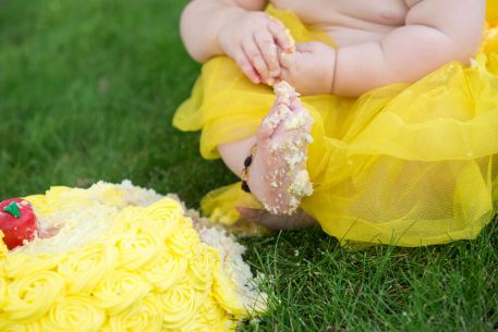 Evelyn is one - Regina Cake Foot - Family photography
