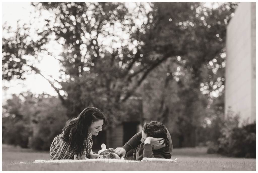 Regina Family Photographer - Popescu Family - Fall Family Session - Wascana Park - Family Snuggle
