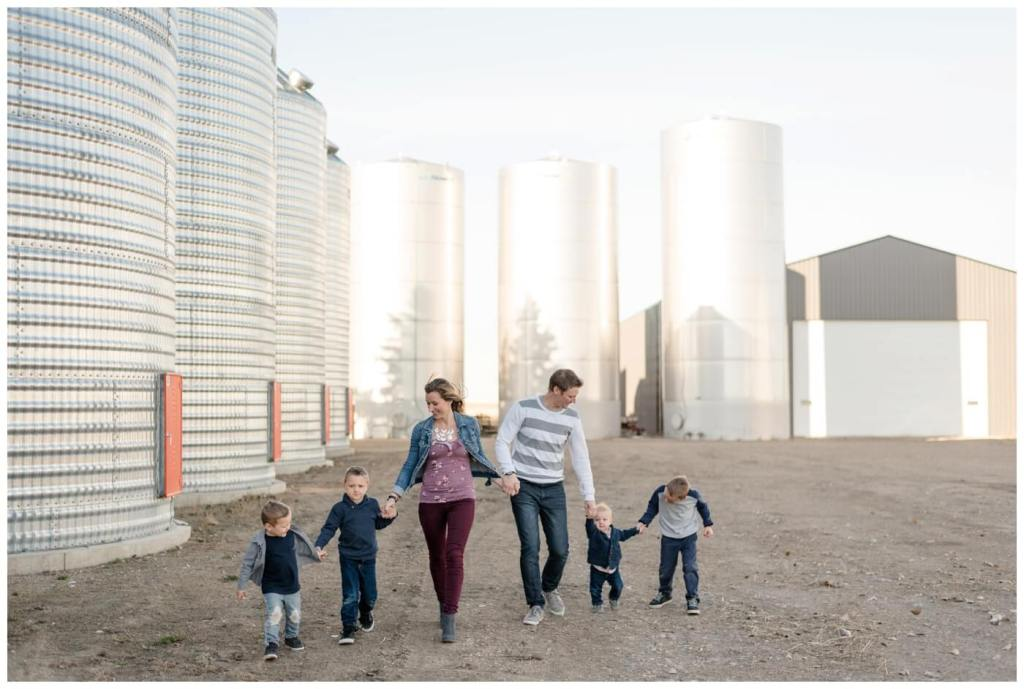 Regina Family Photography - Neufeld Family - Mike-Tamzyn-Elias-Lucas-Jarren-Ephraim - Fall Family Session - Farmyard - Waldheim