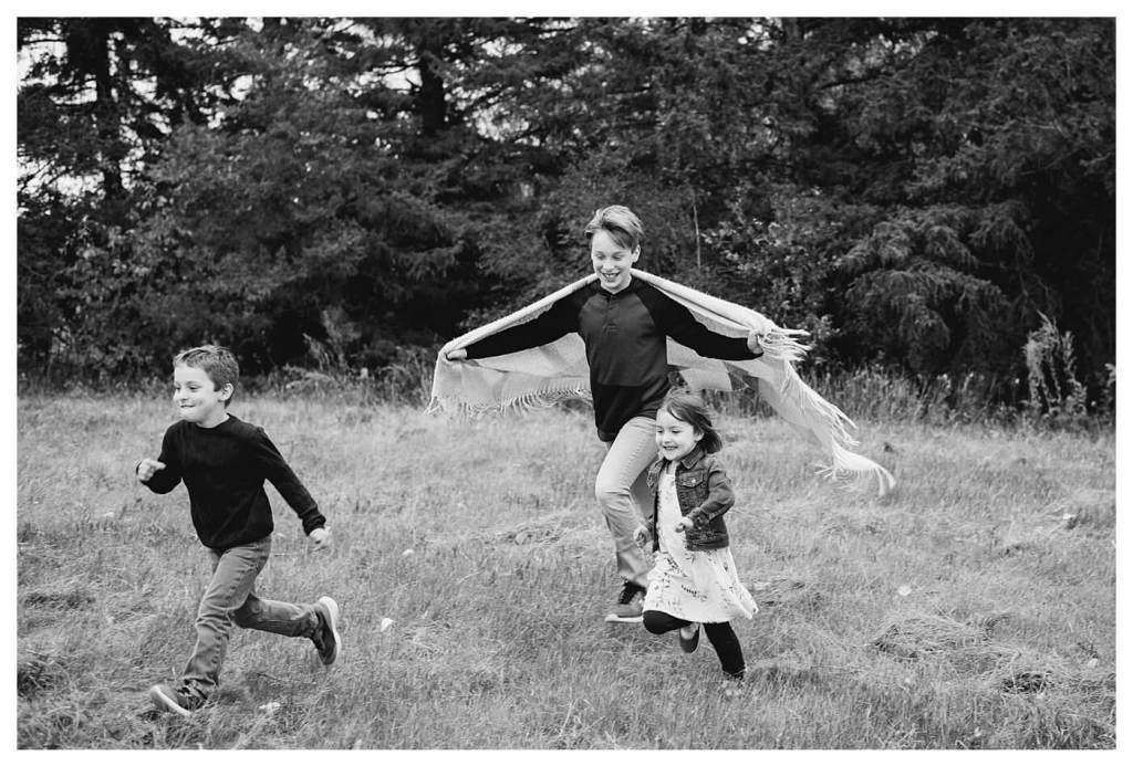 Schlamp Family 2020 - 008 - Child chasing siblings