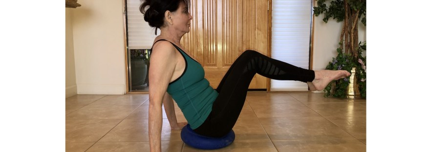 "Core ""V"" exercise with a wobble cushion"