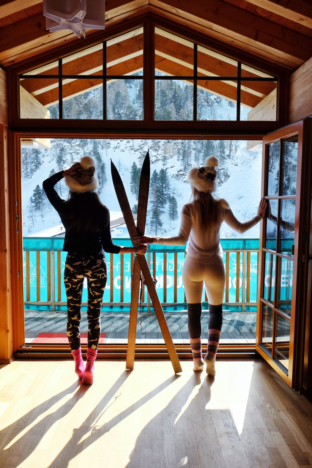 girls-meet-globe-the-ski-week
