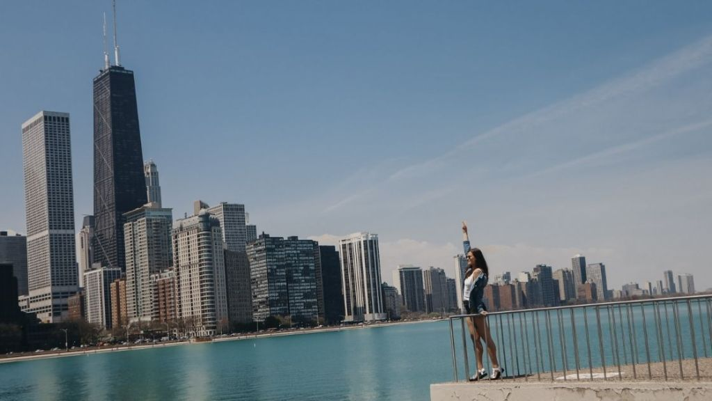 Lake Michigan, Lakefront Trail, Chicago - Chicago Budget Travel Guide