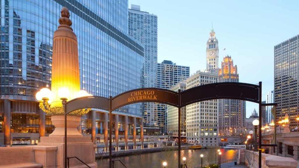 Riverwalk, downtown, Chicago - Chicago Budget Travel Guide