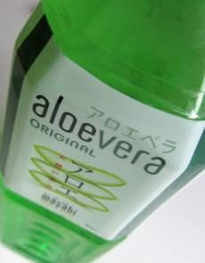 Siis aloeveraa voi JUODA! Se on vihreää, aavistuksen makeaa ja siinä lilluu hippusia.