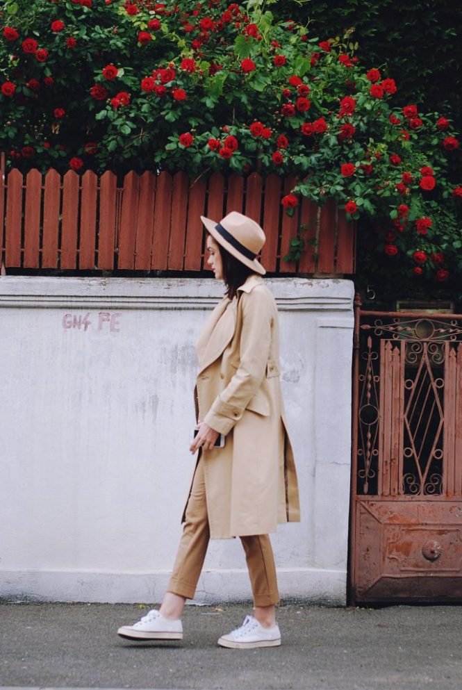 Camel outfit, trench coat, camel hat, striped camel sweater, white shirt, camel trousers, white sneakers, apricot bag, spring outfit by Andreea Birsan