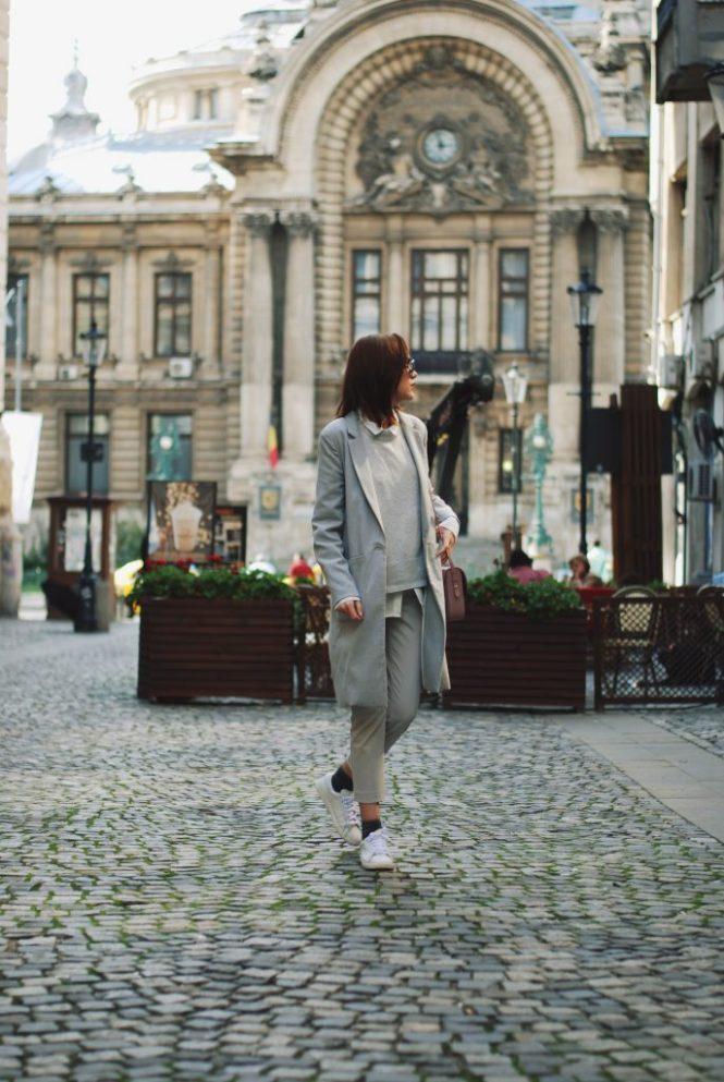 White shirt, grey pants trousers, grey sweater, grey coat, white sneakers, glitter socks, floral crossbody bag, all grey outfit for fall, Andreea Birsan