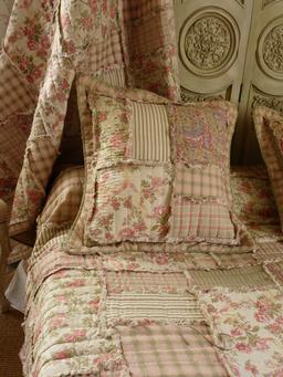 boutis couvre lit romantique et plaid