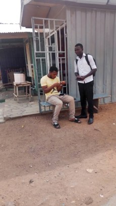 David giving a tract to a man2